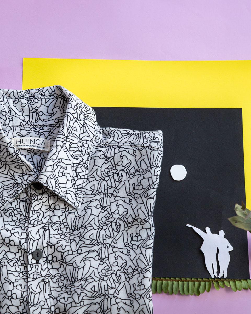 Foto artistica de camisa con estampa Keith Haring