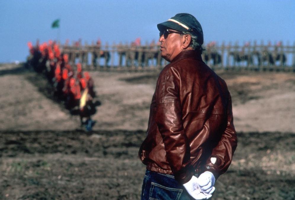 Photo of Akira Kurosawa during a film on Huinca blog shirts and art