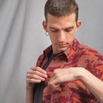 Men's short sleeve shirt, camouflaged print in red and orange