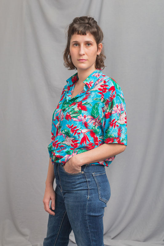 woman-turqoise-shirt-red-birds